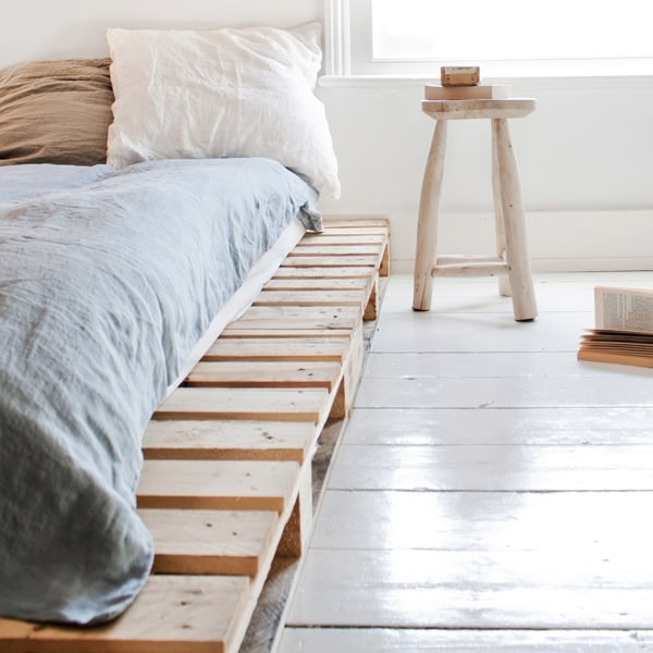 Diy pallet ideas creative diy projects for home for Best minimalist bed frame