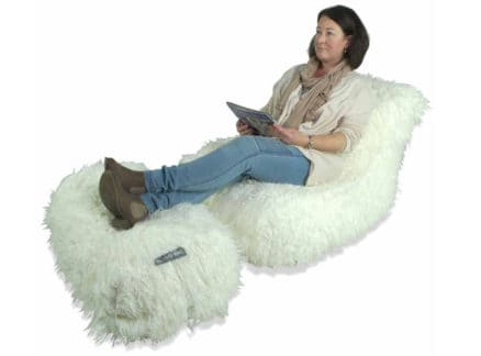 Chaise in white fur