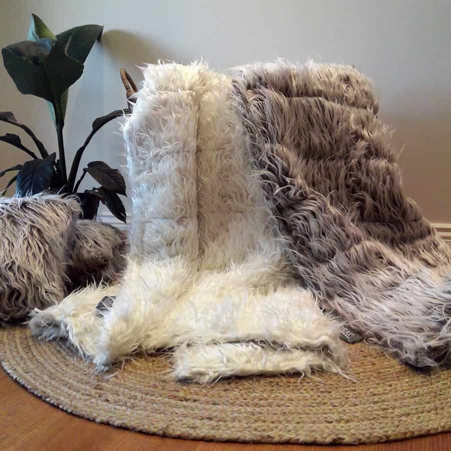 Shaggy Faux Fur Throw Rug With Foot Pocket (White)
