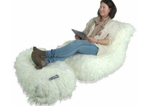 chaise-in-white-fur.jpg